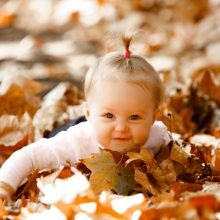 Autumn is the perfect time for an outdoor family portrait!